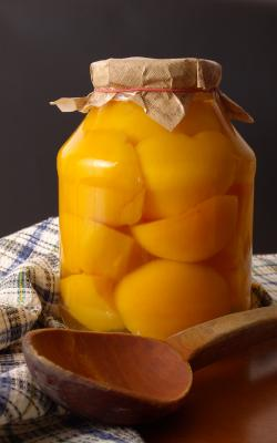 Canned Peaches in Syrup